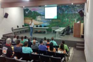 Participantes da palestra sobre os tomates da Seminis